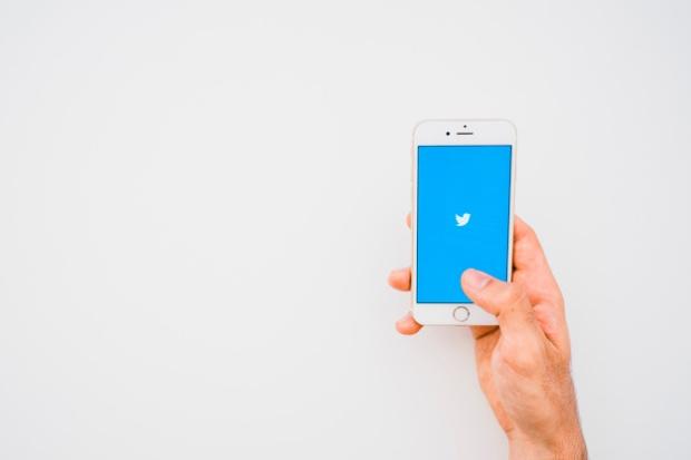 traducteur-twitter-liste-conseils-hashtag-esprit-freelance