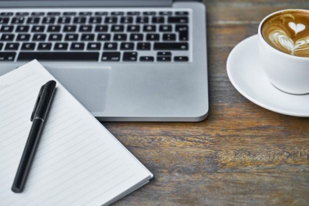 redacteur-titre-ecrire-blog-reseaux-sociaux-esprit-freelance